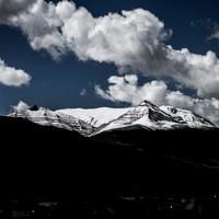 <strong>Der Berg hinter El Chalten zeigt nach Schneefällen seine interessante Schichtung</strong>