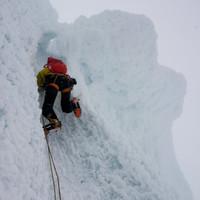<strong>Die letzten Meter im Eis zum Gipfel des Cerro Standhardt führen durch einen genialen kleinen Eistunnel</strong>© Stefan Brunner