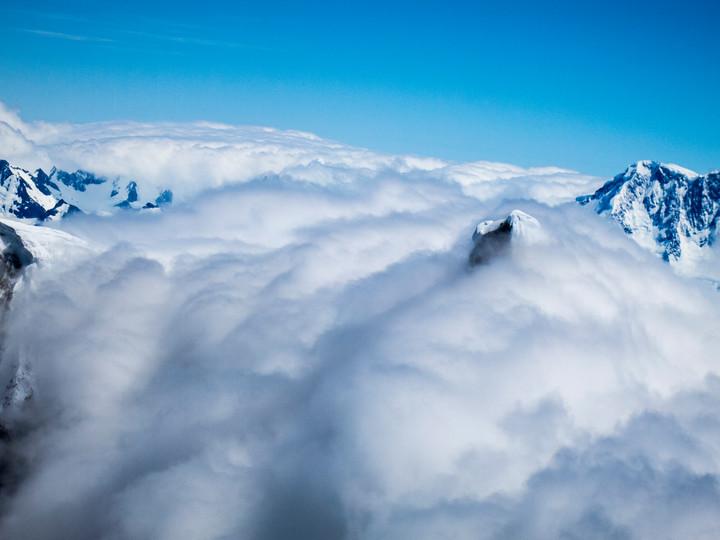 <strong>Der Cerro Torre ist den ganzen Tag über in Wolken gehüllt - der Grund für seine Unmengen Anraum<span></span></strong><span class=>© Timo Moser</span>