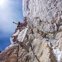 <strong><strong>Timo hat die letzte Seillänge gemeistert, nach einmaligem Abseilen ist es zum Gipfel nur mehr Gehgelände</strong></strong>© Stefan Brunner