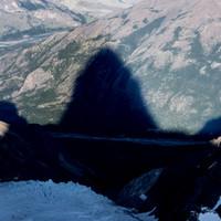 <strong><strong>Der Fitz Roy wirft einen großen Schatten ins Tal</strong></strong>© Stefan Brunner