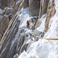 <strong><strong>Timo quert eine leichter Schneerampe im oberen Bereich der Supercanaleta</strong></strong>© Stefan Brunner