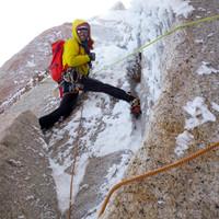 <strong><strong>Interessant vereiste Felspassagen lassen uns die gesamte Tour mit Steigeisen und Eisgeräten klettern</strong></strong>© Stefan Brunner