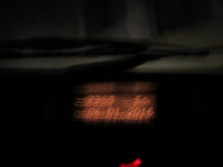 </p> <p><span><strong>Die vom Winde verwehte und im Deliriumverschwommen wahrgenommene Uhrzeit im Amaturenbrett des Taxis, als wir in El Chalten einrollen - Abfahrtszeit zum Flughafen 07.01.2016, 13:00 - was für ein