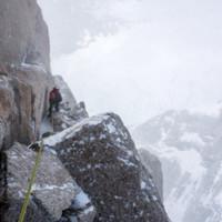 <strong>Wind und Schnee sind unsere ständigen Begleiter bei diesem Abstieg</strong>© Stefan Brunner