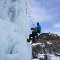 Bergrettung beim Eiskletterkurs in Heiligenblut - Einmann-Bergetechnik am Eisfall