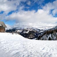 <span><strong>Der gemütlicher Aufstieg am ersten Tag lässt einen entspannt in das Skitourengehen einsteigen</strong></span><span class=>© Timo Moser</span>