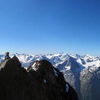 Felsgrat an der Wildspitze mit traumhaftem Panorama.