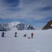 <strong>Rasten am Gletscher - immer schön Abstand lassen</strong><span class=>© Felix Autor</span>