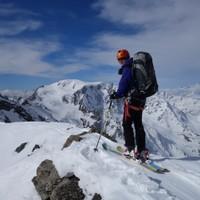 <strong>Am Schneegrat in imposanter Bergszenerie</strong><span class=>© Felix Autor</span>