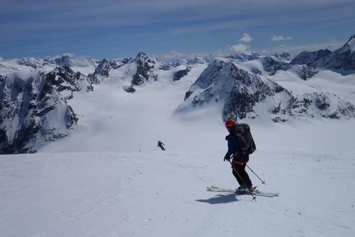 <strong>Zur Vignetteshütte - im Hintergrund sieht man schon den Weiterweg zum Col de l'Evêque</strong><span class=>© Felix Autor</span>