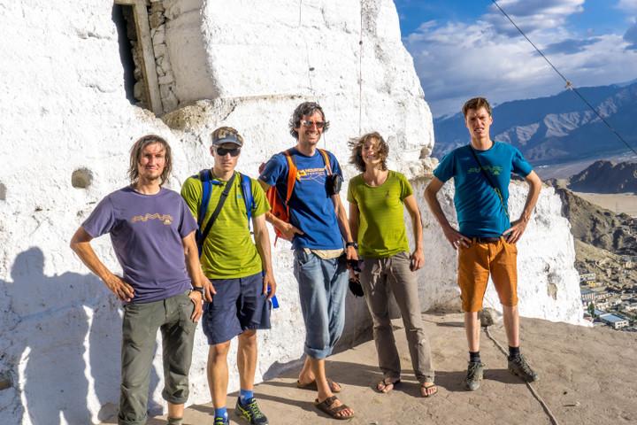 <strong>Das Expeditionsteam; Michi Groher, Thomas Holler, Timo Moser, Babsi Vigl, Lorin Etzl</strong><span class=>© Jeewan</span>