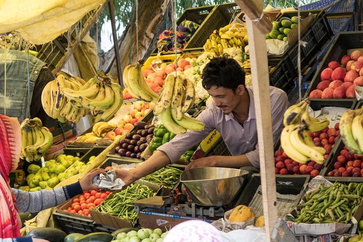 <strong>Obst- und Gemüseverkäufer in Kargil</strong><span class=>© Timo Moser</span>