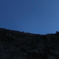 <span><strong>Zweite Seillänge nach der Schlucht, die Morgendämmerung beginnt.</strong><span class=>© Timo Moser</span></span>