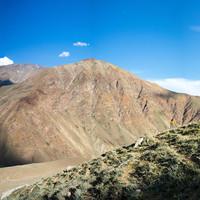 <strong>Babsi bei einer Akklimatisierungstour rund um Padum. Die Ortschaften sind wie Oasen in dieser Hochgebirgswüste</strong><span class=>© Timo Moser</span>