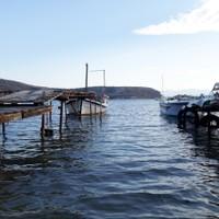 <strong>Selbstgebastelte Stege für die Fischerboote</strong><span class=>© Felix Autor</span>