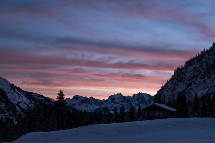 <span><strong>Sonnenaufgang über dem Gosaukamm vom Lammertal aus gesehen.</strong></span><span class=>© Timo Moser</span><span></span>