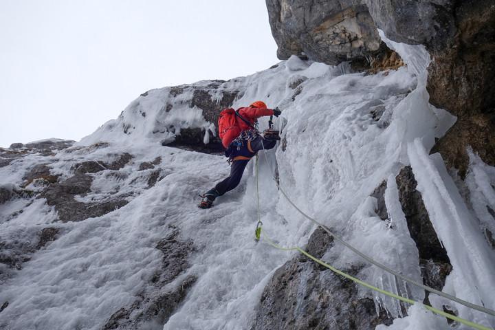 <strong>Timo kratzt sich empor in der 6ten Seillänge.</strong><span class=>© Felix Autor</span>