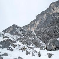 <strong>Blick in die nächste vereiste Verscheidungslängen - vorerst gilt es sich bis dorthin durch den Schnee zu graben.</strong><span class=>© Timo Moser</span>