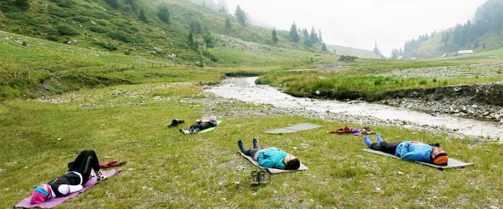 <strong>Entspannter Ausklang des ersten Tages bei einer gemütlichen Yoga Einheit.</strong>© Martin Pühringer