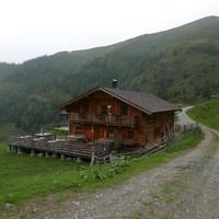 <strong>Die Glettnalm bietet Unterkunft für die erste Nacht.</strong>© Lettner Stefanie