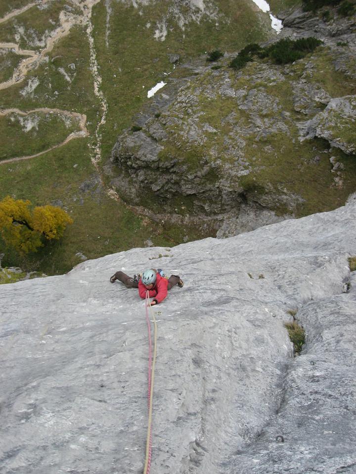 <span><strong>Eva in der dritten Seillänge, steile Platte soweit das Auge reichte</strong><span class=>© Timo Moser</span></span>