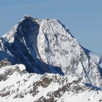 <span><strong>Wandfoto mit Routenverlauf der Dreiherrenspitze Nordwand</strong><span class=>© Timo Moser</span></span>
