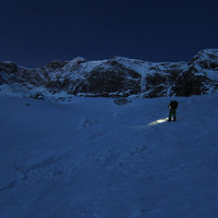 <span><strong>Zustieg bei Nacht über's spaltige Krimmler Kees</strong><span class=>© Timo Moser</span></span>