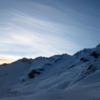 <span><strong>Sonnenaufgang über dem Hinteren Maurerkeeskopf</strong><span class=>© Timo Moser</span></span>