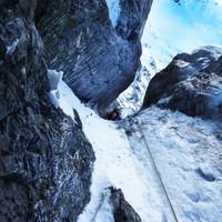 <span><strong>Timo durchschlürft den Wasserfallkamin</strong> <span class=>© Roli Striemitzer</span></span>