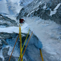 <span>Erster Eisschlauch, lässige Kletterei, aber wenig strukturiert und dementsprechend Wadelintensiv.</span>