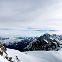 <span>Blick auf den Abstieg von der Aiguille du Midi</span>