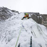 Felix am Stand der in die Südwand geklebten Zweiten Eislänge