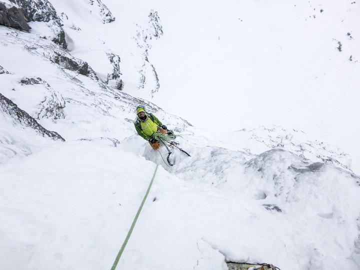 <span><strong>Tiefblick aus der dritten Seillänge vom Eisigen Eder</strong></span><span><span class=>© Timo Moser</span></span>