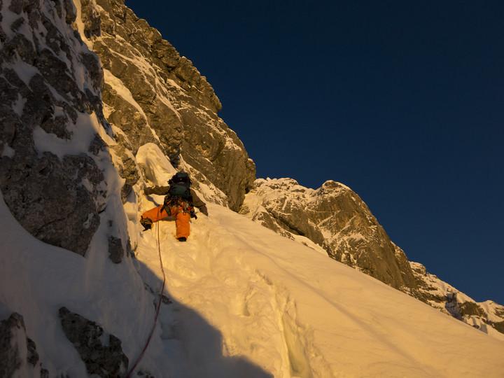 <strong>Wir starten schnell empor zu den Ausstiegskaminen</strong><span></span><span><span class=>© Timo Moser</span></span>