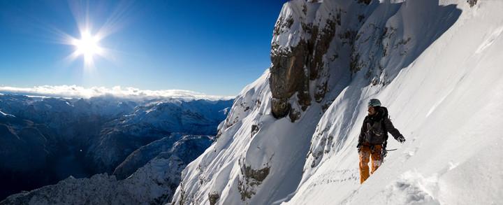 <strong>Felix im letzten Abschnitt kurz vor der Steilstufe genießt die sagenhafte Stimmung.</strong><span><strong>Ausstiegskamine und Rinnen im wahnsinnigen Panorama.</strong></span><span><span class=>© Timo Moser</span></span>