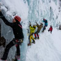 Eisbouldern ist das beste Training um Vertrauen in die Geräte und dem Eis zu bekommen