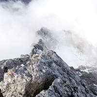 Endlich reißen die Wolken auf, der Fels wird warm und trocken - wirklich sagenhaft
