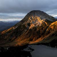 <strong>Wunderschöne Morgenstimmung im Windlegerkar. Sulzenhals und Bachlalm im warmen Morgenlicht - gewaltig</strong> © Timo Moser