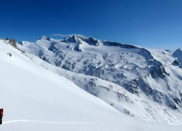 Thumbnail http://Skitourengeher%20in%20der%20verschneiten%20Venedigergruppe