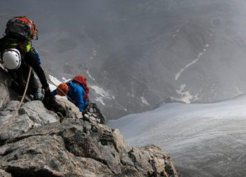 Thumbnail http://Bergsteiger%20im%20Hintergrat%20am%20Ortler