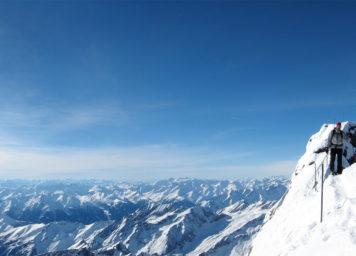 Thumbnail http://Skitourengeher%20am%20Gipfel%20vom%20Glockner%20im%20Winter