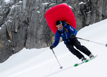 Thumbnail http://Skifahrer%20mit%20Lawinenairbag