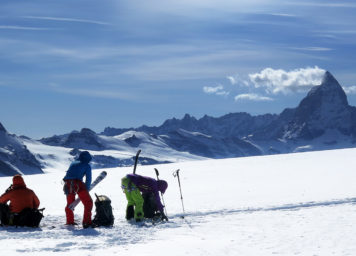 Thumbnail http://Skitourgeher%20in%20den%20Walliser%20Alpen