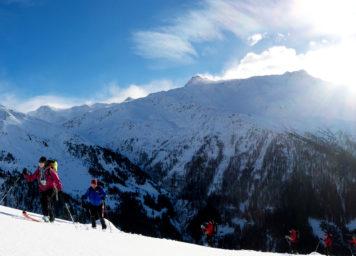 Thumbnail http://Skitourengruppe%20im%20Aufstieg