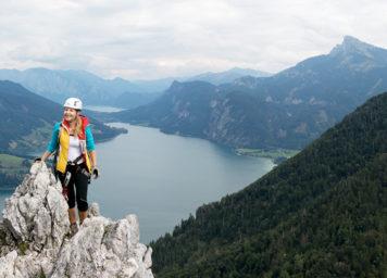 Thumbnail http://Klettersteiggeherin%20in%20der%20Drachenwand