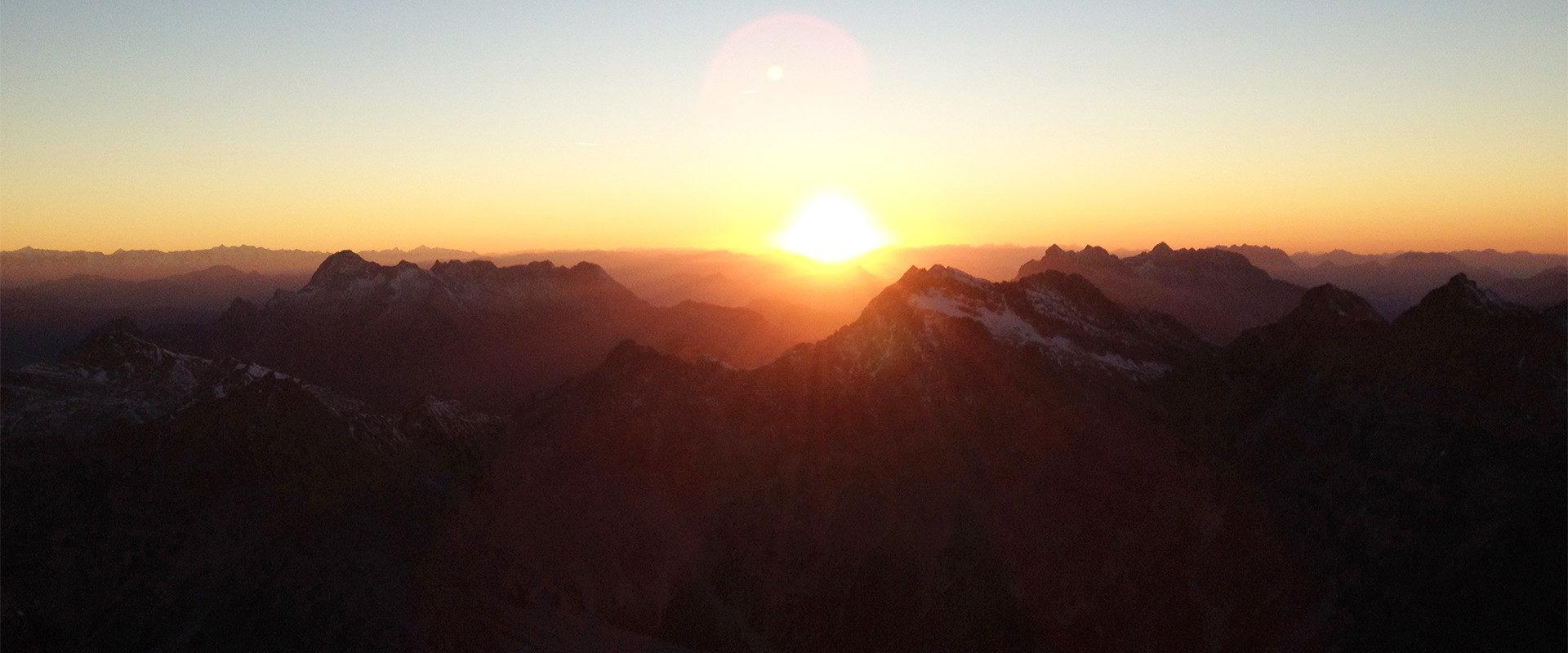 Sonnenuntergang bei einer Bergtour von Martin Pühringer.
