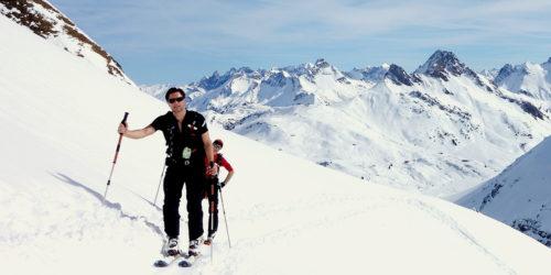 Zwei Skitourengeher im Aufstieg