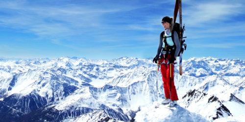 Skitourengeherin auf Gipfel