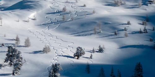 Winterlandschaft mit Skitourenspuren am Obertauern